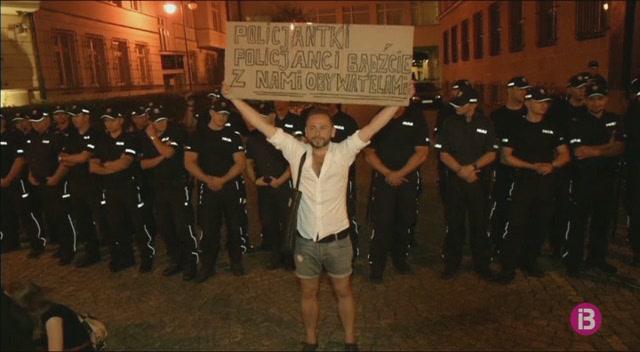 Una+manifestaci%C3%B3+convocada+pel+l%C3%ADder+del+moviment+social+del+Rif%2C+avortada+per+la+Policia