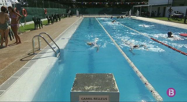 M%C3%A9s+de+62.000+metres+nedats+a+la+piscina+del+Mercadal+per+una+bona+causa