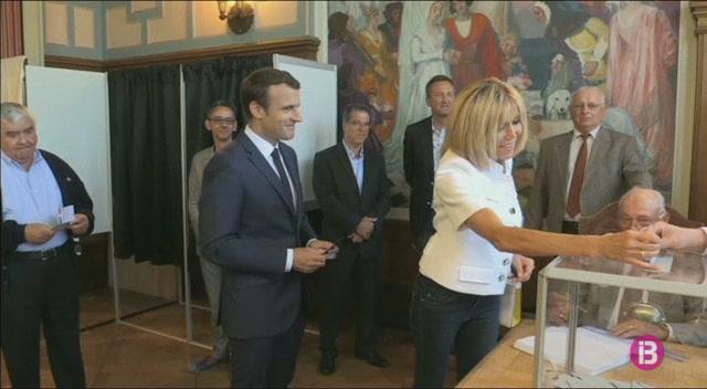 230.000+francesos+demanen+que+Brigitte+Macron+no+cobri+doblers+p%C3%BAblics