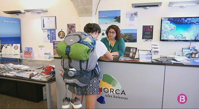 Les+oficines+de+turisme+de+Menorca+atenen+24.300+persones+fins+al+juliol