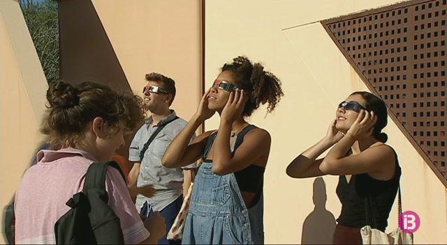 L%27eclipsi+solar+des+de+l%27Observatori+Astron%C3%B2mic+de+Mallorca