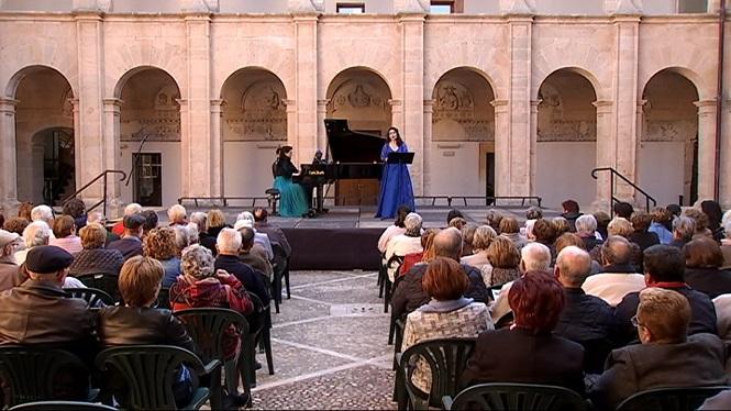 El+Claustre+de+Sant+Bonaventura+vibra+amb+el+concert+l%C3%ADric+llucmajorer