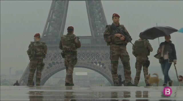 Detingut+un+home+a+Par%C3%ADs+despr%C3%A9s+d%27intentar+atacar+un+militar