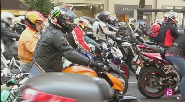 El+m%C3%B3n+de+motociclisme+homenatja+%C3%81ngel+Nieto