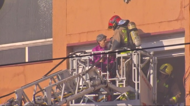 Tres+persones+han+mort+en+un+incendi+a+un+edifici+del+barri+de+Sant+Roc%2C+a+Badalona