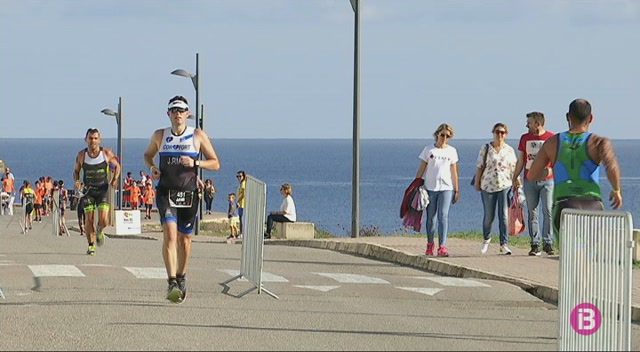 Joan+Nadal+i+Diana+Riesler+guanyen+el+triatl%C3%B3+Half+Menorca