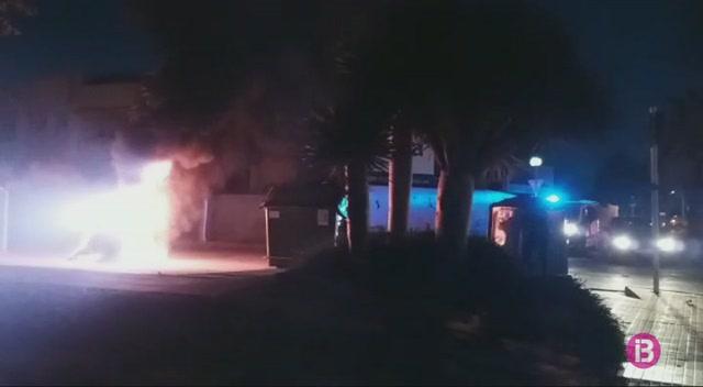 Cremen+dos+contenidors+de+manera+intencionada+a+Ciutadella