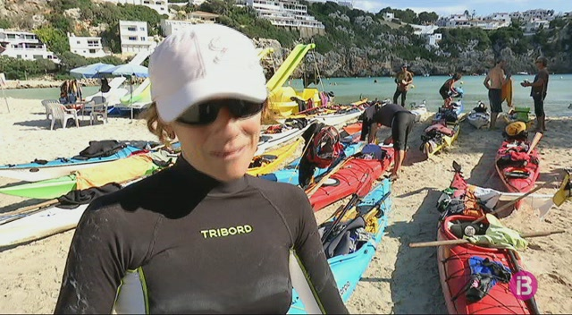 25+persones+participen+a+la+volta+a+Menorca+en+caiac