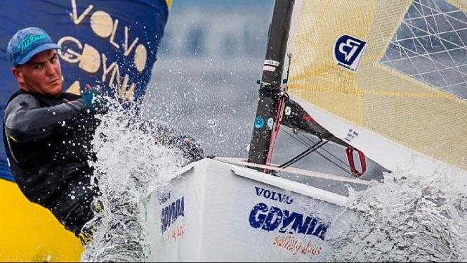Joan+Cardona+es+penja+la+medalla+de+bronze+al+campionat+d%27Europa+de+la+classe+Finn+de+vela