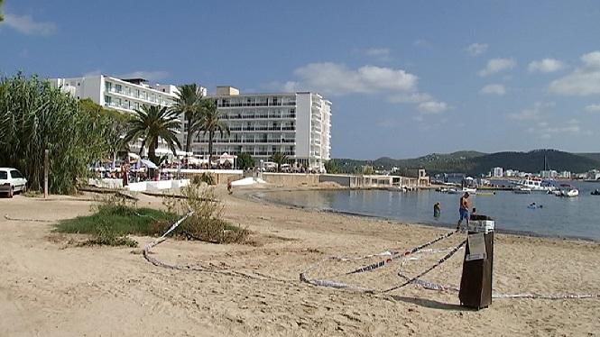 Continua+tancada+al+bany+la+platja+de+Punta+Xinx%C3%B3