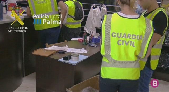 Cop+de+la+Gu%C3%A0rdia+Civil+i+la+Policia+Local+de+Palma+contra+la+venda+il%C2%B7legal