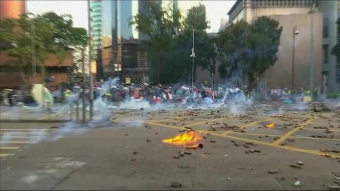 Violents+enfrontaments+entre+estudiants+i+policia+a+Hong+Kong