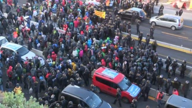 Els+Mossos+d%27Esquadra+i+la+Gendarmeria+francesa+desallotgen+els+manifestants+de+la+Jonquera