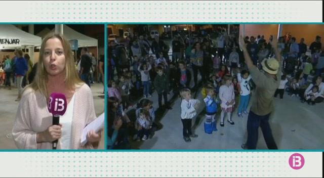 El+grup+infantil+Pinyeta+Pinyol+anima+els+fillets+abans+del+concert+solidari+pels+refugiats