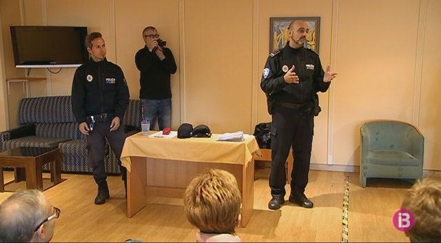 La+Policia+de+Calvi%C3%A0+explica+mesures+de+seguretat+als+turistes+de+l%27IMSERSO