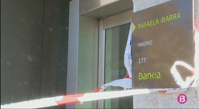 Un+home+armat+atraca+un+banc+a+Usera%2C+Madrid