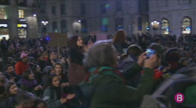 Milers+de+persones+protesten+contra+l%27actuaci%C3%B3+de+la+just%C3%ADcia+en+el+cas+de+%26%238216%3BLa+Manada%27