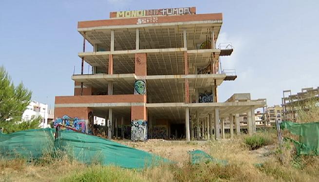 Vuit+edificis+inacabats+formen+part+del+paisatge+a+la+badia+de+Sant+Antoni