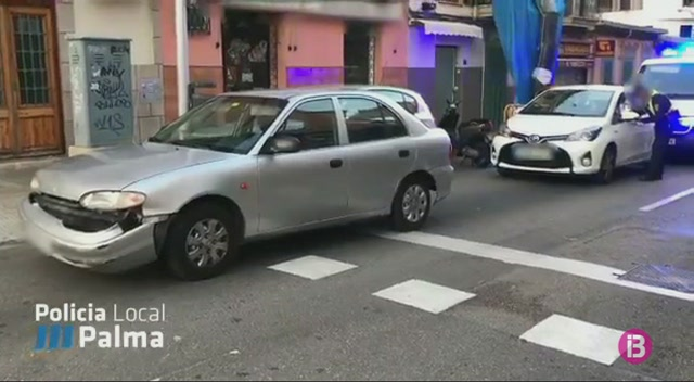 Un+conductor+provoca+danys+a+diversos+vehicles+a+Palma
