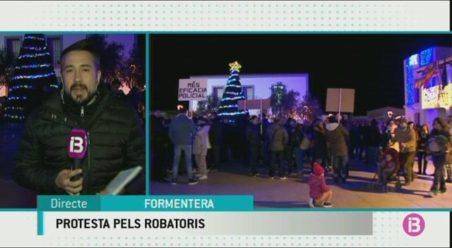 Formentera+surt+al+carrer+per+denunciar+l%26apos%3Bonada+de+robatoris