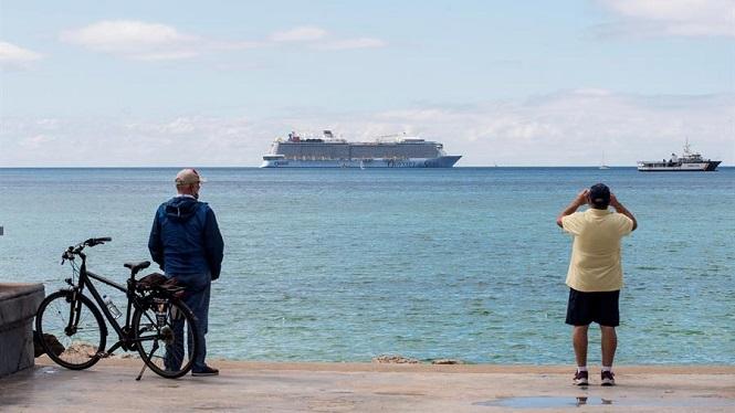Desembarquen+els+cinc+positius+del+creuer+fondejat+a+Palma+i+el+vaixell+repr%C3%A8n+la+seva+ruta