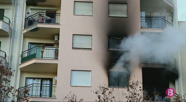 Un+incendi+al+carrer+Eusebi+Estada+obliga+a+desallotjar+l%27edifici
