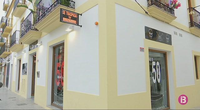 De+les+300+botigues+que+hi+ha+a+la+Marina%2C+40+pengen+el+cartell+%27es+traspassa%27