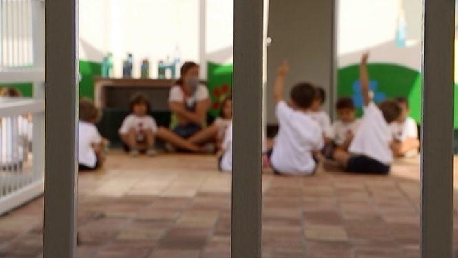 Els+docents+ja+poden+sol%C2%B7licitar+permisos+no+retribu%C3%AFts+per+atendre+familiars+en+quarantena