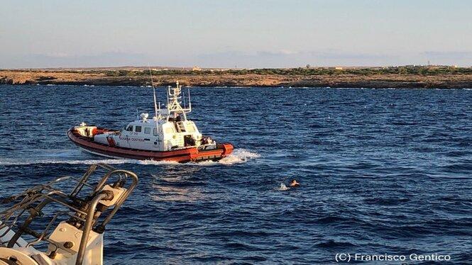 Un+vaixell+espanyol+recollir%C3%A0+els+refugiats+de+l%27Open+Arms+i+els+dur%C3%A0+cap+al+port+de+Palma