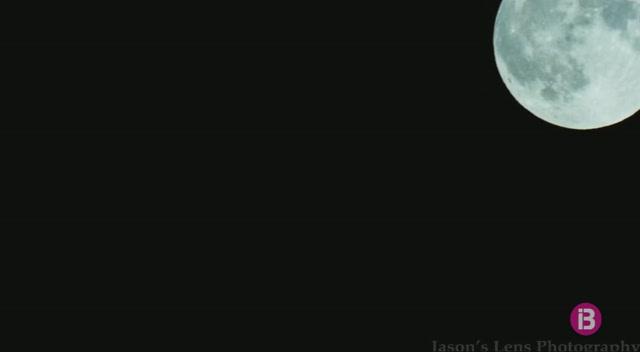 La+s%C3%BAper+lluna+blava%2C+per%C3%B2+sense+eclipsi%2C+es+veu+des+de+l%27Observatori+Astron%C3%B2mic+de+Mallorca
