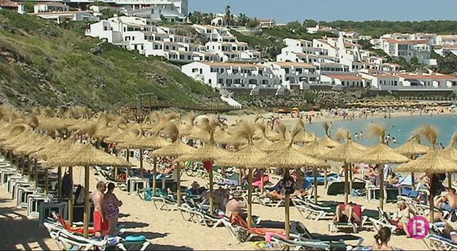 Menorca+reparteix+els+2%2C5+milions+recaptats+amb+la+regularitzaci%C3%B3+de+places+hoteleres