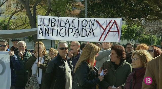 250+persones+en+concentren+al+Parc+de+la+Pau+contra+la+precarietat