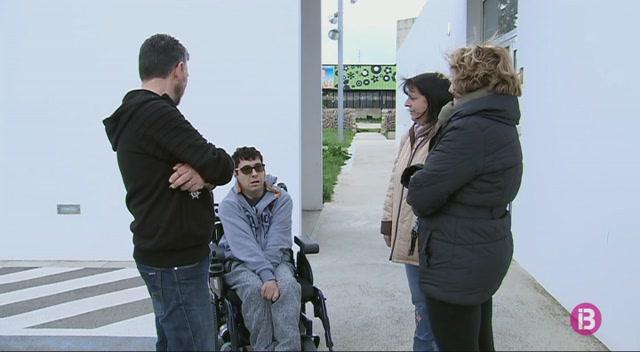 Les+fam%C3%ADlies+de+les+persones+afectades+per+altes+discapacitats+valoren+abandonar+el+centre+Carlos+Mir