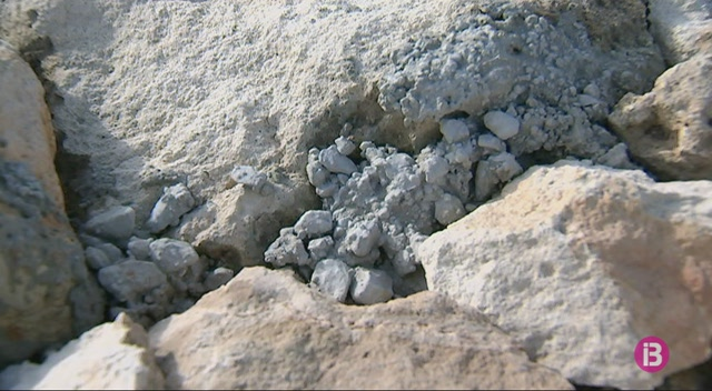 El+Consell+de+Menorca+assegura+construir+la+paret+seca+de+la+general+amb+ciment+per+ser+m%C3%A9s+barat
