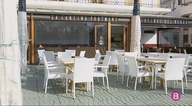 Els+empresaris+de+Sant+Antoni+hauran+de+tornar+a+demanar+autoritzaci%C3%B3+per+instal%C2%B7lar+terrasses+als+seus+establiments