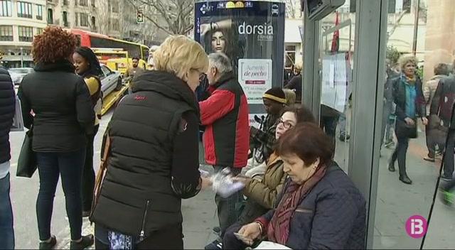 La+vaga+feminista+es+nota+al+transport+p%C3%BAblic+a+Mallorca
