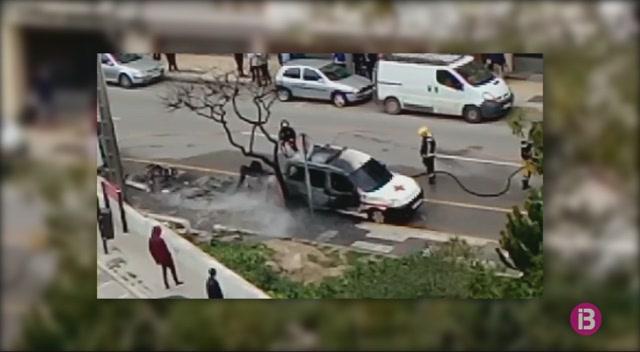 Incendi+de+quatre+contenidors+i+una+furgoneta+a+Eivissa