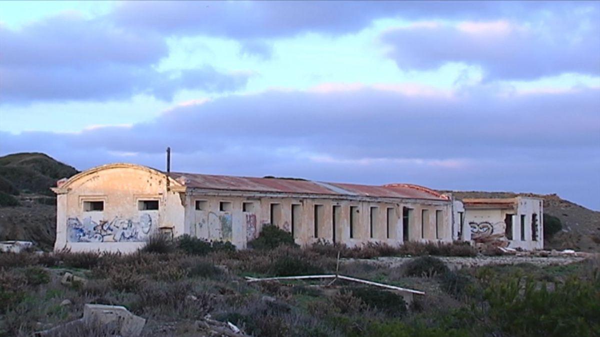 El+Consell+de+Menorca+pagar%C3%A0+amb+doblers+propis+les+antigues+bateries+militars+de+Fav%C3%A0ritx