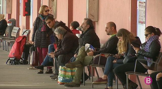 Una+nova+p%C3%A0gina+web+convida+a+utilitzar+el+transport+p%C3%BAblic+de+Menorca
