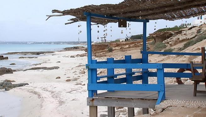 La+crisi+ocasionada+per+la+COVID-19+afecta+als+quiosquets+de+platja+de+Formentera