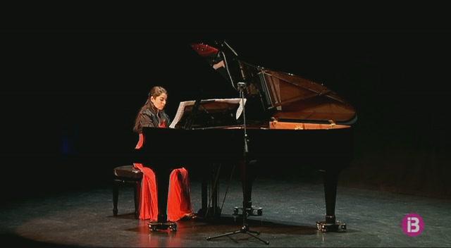 Recital+de+Debussy+i+Granados+de+la+m%C3%A0+de+l%27eivisenca+Maria+Jos%C3%A9+Perete