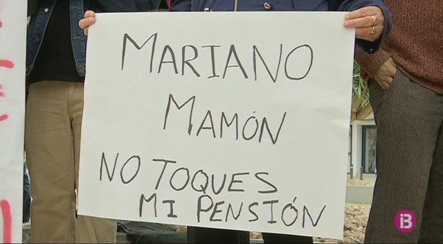 Un+centenar+de+persones+es+manifesta+a+Eivissa+per+demanar+unes+pensions+dignes
