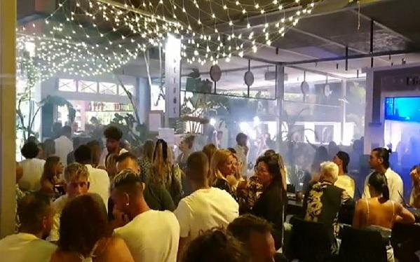 Formentera+susp%C3%A8n+temporalment+les+llic%C3%A8ncies+de+m%C3%BAsica+a+bars+i+restaurants