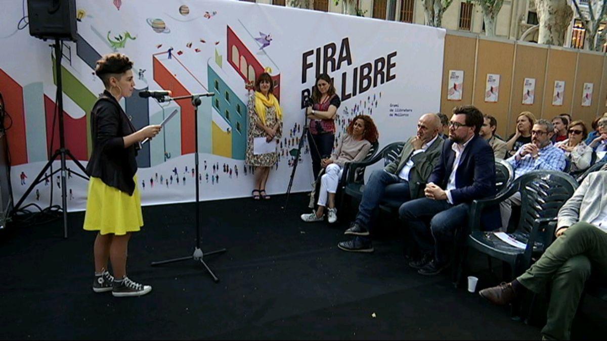 Donen+el+sus+a+la+Fira+del+Llibre+dedicada+a+la+llibertat+d%27expressi%C3%B3