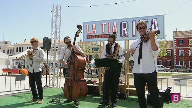 Bon+ambient+i+molta+gent+en+el+primer+festival+Menorca+Foodtruck