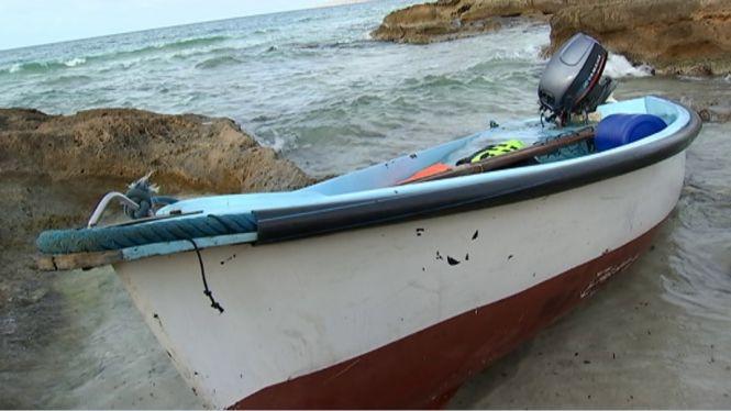 Interceptades+dues+pasteres+en+aig%C3%BCes+de+Formentera+amb+24+persones+a+bord