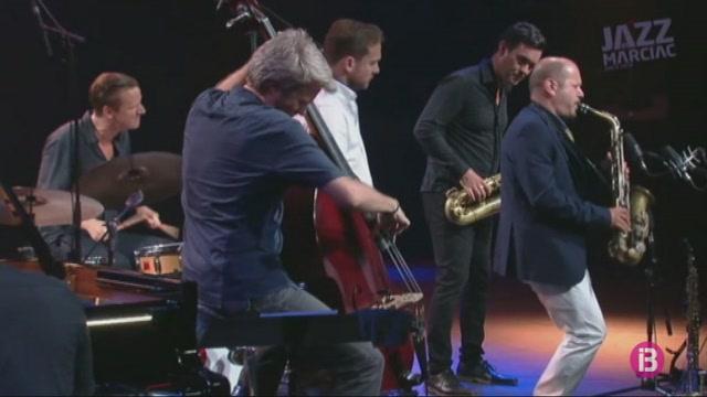 Kyle+Eastwood+es+guanya+el+p%C3%BAblic+del+Festival+de+Jazz+de+Menorca+al+Teatre+Principal+de+Ma%C3%B3