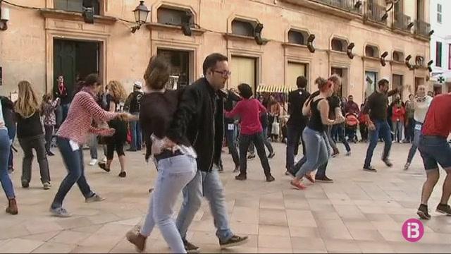 El+Lindy+Hop+inunda+Ciutadella