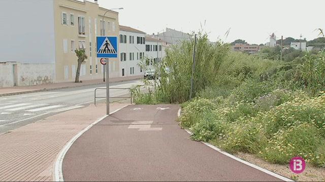 Es+Castell+demana+que+el+Consell+executi+el+boulevard+entre+les+dues+rotondes+d%27entrada+al+poble