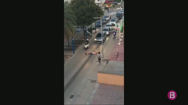 Investiguen+una+pallissa+a+un+turista+begut+que+va+tallar+el+tr%C3%A0nsit+a+Eivissa